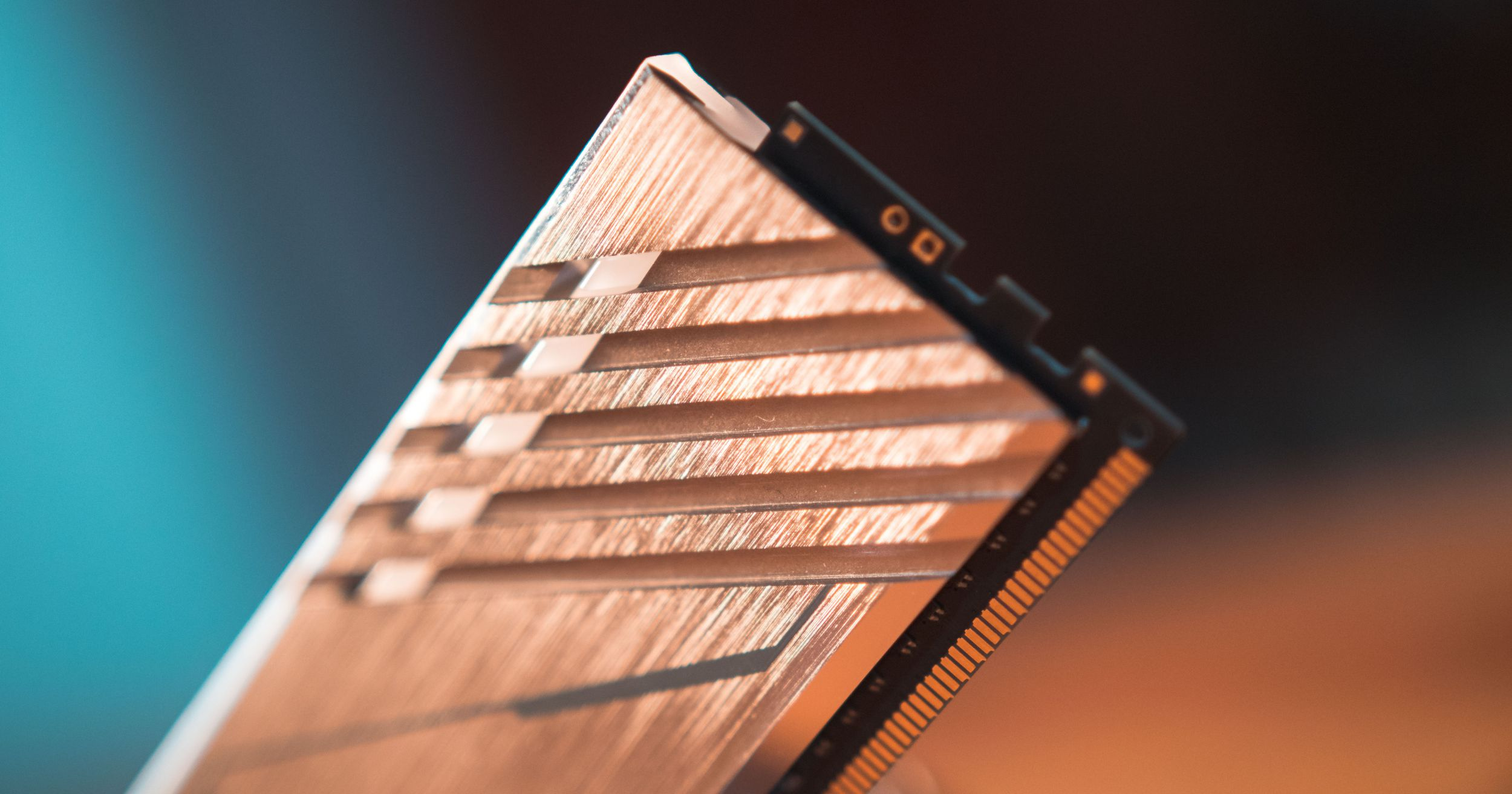 AORUS RAM equipped high-density aluminum heat spreaders